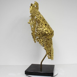 Sculpture de Philippe Buil en metal : dentelle de bronze recouvert à la feuille d'or 24 carats Buste de Femme Belisama it's only gold Piece unique