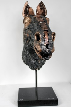 Sculpture de Philippe Buil en dentelle de Bronze et d'acier Socle en marbre Eclairage integre par l'interieur Cheval- Bouton d'or 54 x 43 x 18 cm 8,2 Kg Piece unique