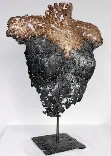 Sculpture de Philippe Buil en dentelle de Bronze et d'acier. Socle en acier Belisama Kanya Hauteur 54 cm 3,9 Kg Piece unique Exposition Galerie Art Pluriel Rive Droite Saint Etienne