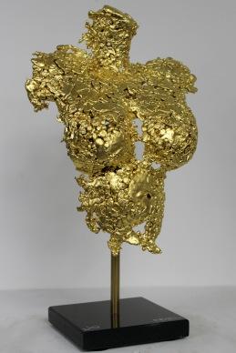 Sculpture de Philippe Buil en dentelle de Bronze et feuilles d'or 24 carats. Socle en marbre Pavarti Princesse Hauteur 37 cm 3,2 Kg Piece unique Exposition Galerie Art Pluriel Rive Droite Saint Etienne