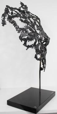 Sculpture de Philippe Buil en dentelle d'acier. Socle en marbre Belisama Telos Hauteur 66 cm 7,5 Kg Piece unique