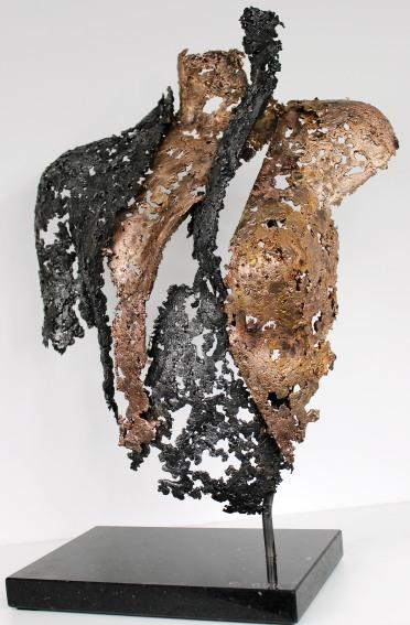 Sculpture de Philippe Buil en metal : dentelle d'acier et bronze Connect l'artiste Hauteur 59 cm 8 Kg Piece unique