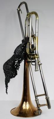 Sculpture de Philippe Buil en metal : dentelle d'acier Buste de Femme sur trombone à coulisse Belisama Sarah Piece unique