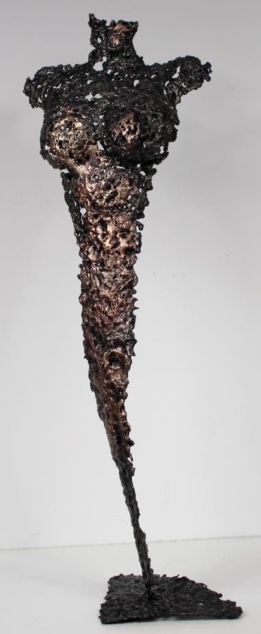 Sculpture représentant une silhouette de femme en métal : dentelle de bronze et d'acier Pavarti Emergence Pièce unique