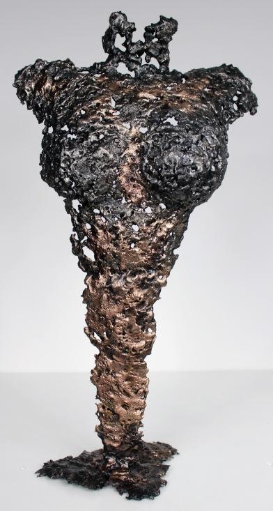 Sculpture représentant un corps de femme en métal : dentelle de bronze et d'acier Pavarti Apparition Pièce unique