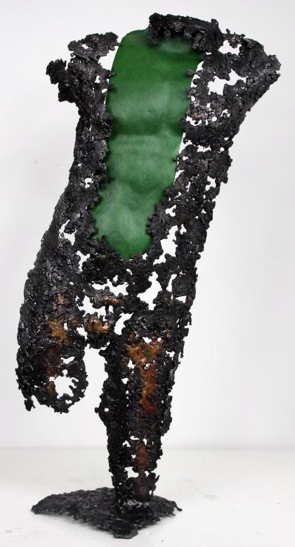 Sculpture représentant un homme en métal : dentelle de bronze, d'acier et cuir Pavarti Gnome Pièce unique