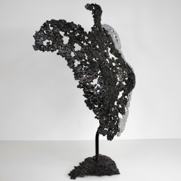 Sculpture de Philippe Buil en metal : dentelle d'acier avec effet chrome Buste de Femme Belisama Respiration Piece unique