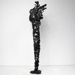 Sculpture représentant une silhouette de femme en métal : dentelle d'acier Pavarti Okai Hauteur 61 cm Pièce unique, signée, accompagnée de son certificat d'authenticité