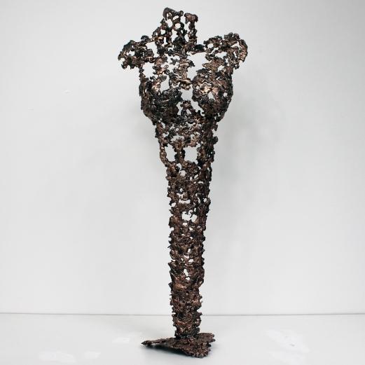 Sculpture représentant une silhouette de femme en métal : dentelle de bronze et d'acier Pavarti Orion Hauteur 55 cm Pièce unique, signée, accompagnée de son certificat d'authenticité