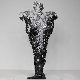 Sculpture représentant une silhouette de femme en métal : dentelle d'acier et Chrome Pavarti Opera Hauteur 42 cm Pièce unique, signée, accompagnée de son certificat d'authenticité