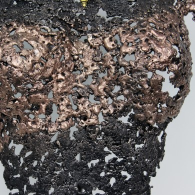Sculpture de Philippe Buil en metal : dentelle de bronze et d'acier avec un collier à la feuille d'or 24 carats Buste de Femme Belisama Oxygène Piece unique