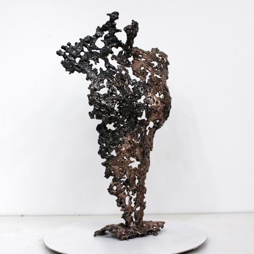Sculpture représentant le corps d'une femme en métal : dentelle de bronze et d'acier Pavarti Orion Pièce unique