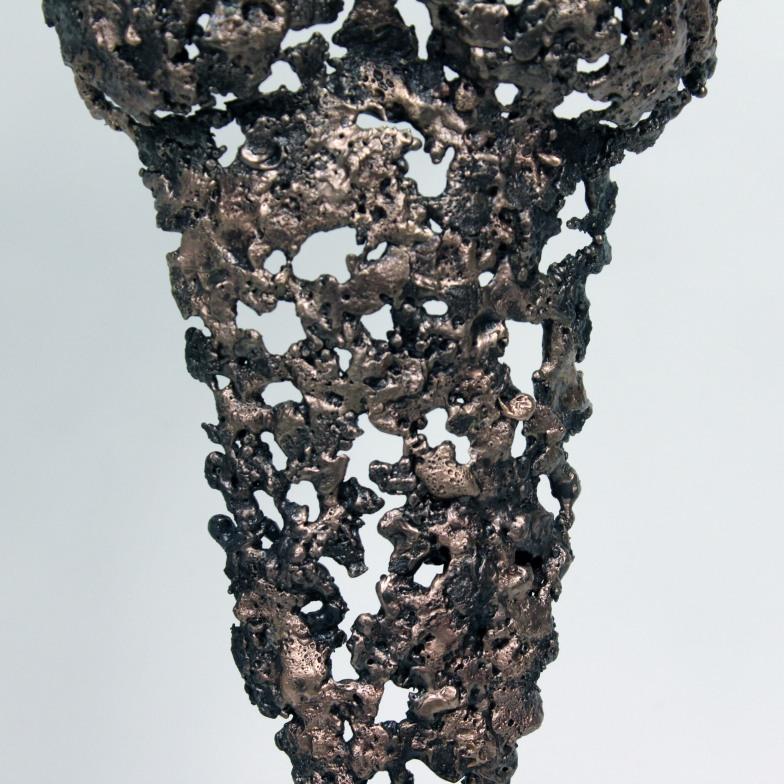 Sculpture représentant le corps d'une femme en métal : dentelle de bronze et d'acier Pavarti Pampa Pièce unique