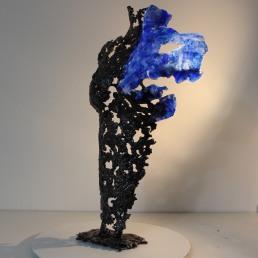 Sculpture représentant le corps d'une femme en métal : dentelle de d'acier et de verre glass Pavarti Piccola Pièce unique
