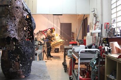 Atelier du sculpteur Philippe Buil au sein de la galerie Art Pluriel à St Etienne