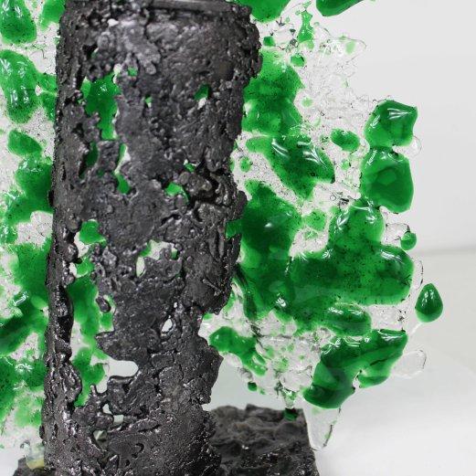 Sculpture de Philippe Buil en metal et verre (steel and glass): dentelle acier et verre Série bombe spray vert Piece unique Sculpture by Philippe Buil in metal and glass (steel and glass): lace steel and glass Series spray bomb green Single piece
