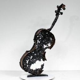 Sculpture représentant un violon en bronze et dentelle d'acier sculpture Philippe BUIL instrument de musique Sculpture depicting a bronze violin and steel lace sculpture Philippe BUIL musical instrument