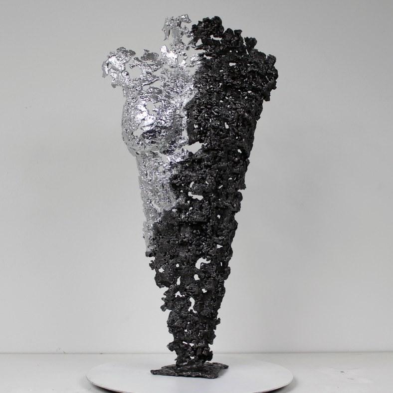 Pavarti emergence - Sculpture Philippe Buil - Corps de femme met