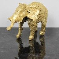 Sculpture représentant un éléphant en dentelle d'acier et recouvert à la feuiille d'or sculpture Philippe BUIL Sculpture representing an elephant of steel lace and covered with gold leaf