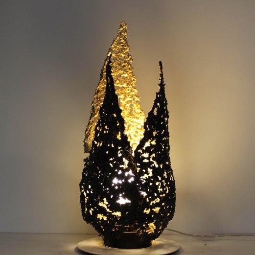 luminaires flammes en dentelle acier et feuille or sculpture phi